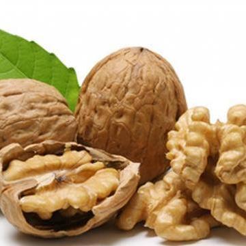 Aiuta il metabolismo e proteggi il fegato con le noci