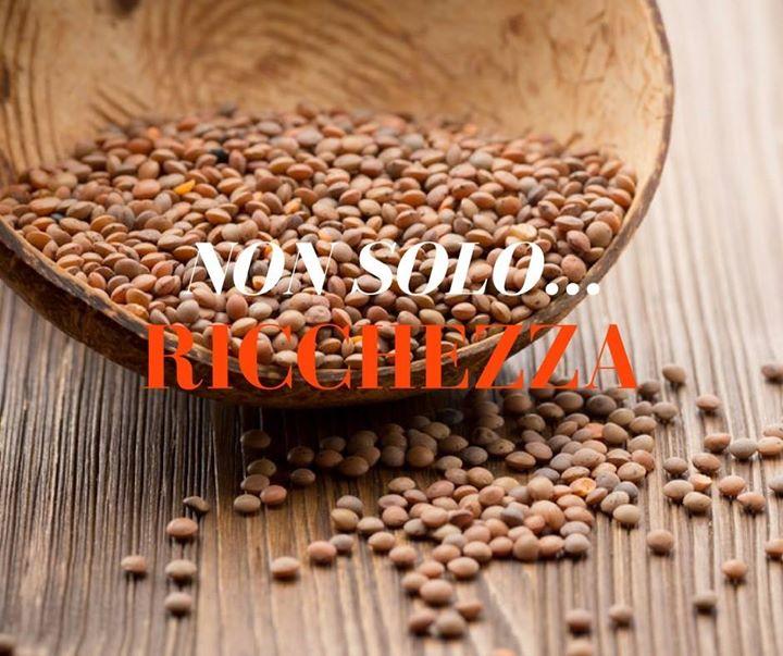 Vi auguriamo un buon 2017 e vi consigliamo di mangiare tante lenticchie…Non so…