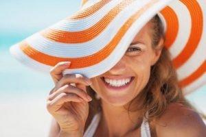 PROTEGGETE IL VISO D'ESTATE!!! Il sole e il caldo spesso danneggiano la nostra p…
