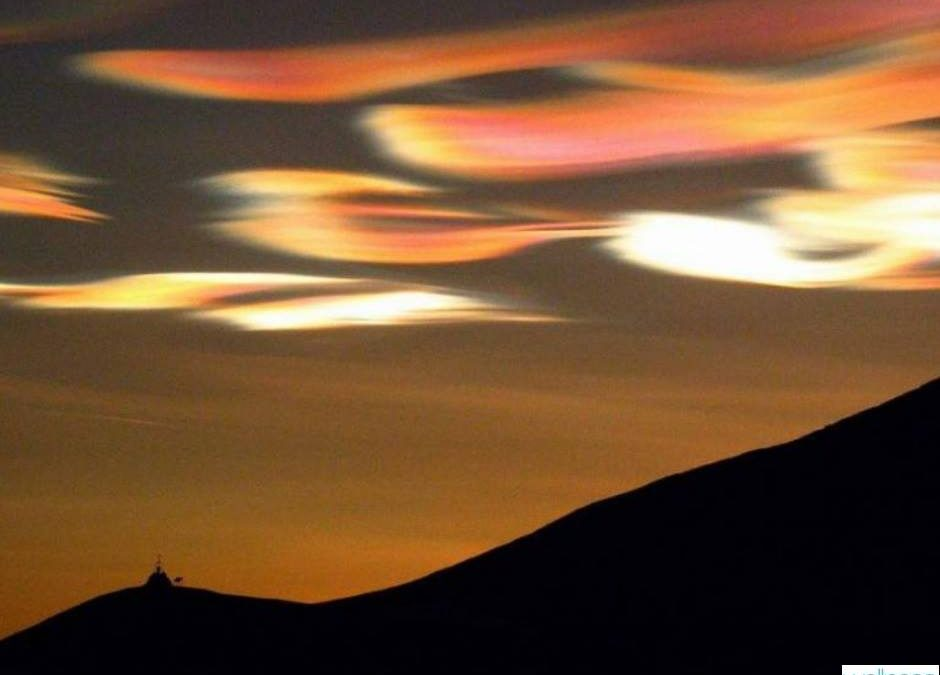 """LIFE STYLE  """"Non sempre le nuvole offuscano il cielo: a volte lo illuminano"""".  (…"""
