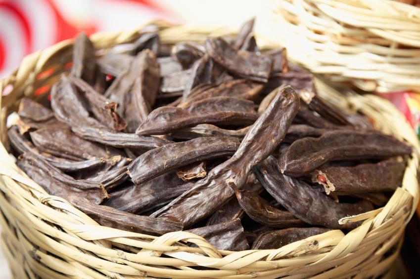 LA FARINA DI CARRUBE: BUONA COME IL CACAO MA CON POCHI ZUCCHERI  La farina di ca…